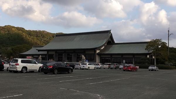 神社で参拝(鷹取)